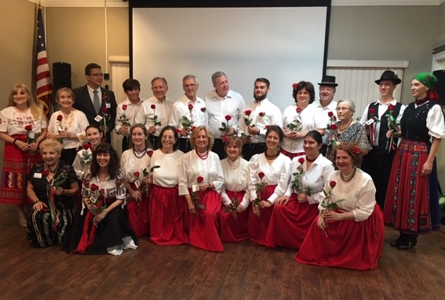 2019-08-24-group1-with-roses